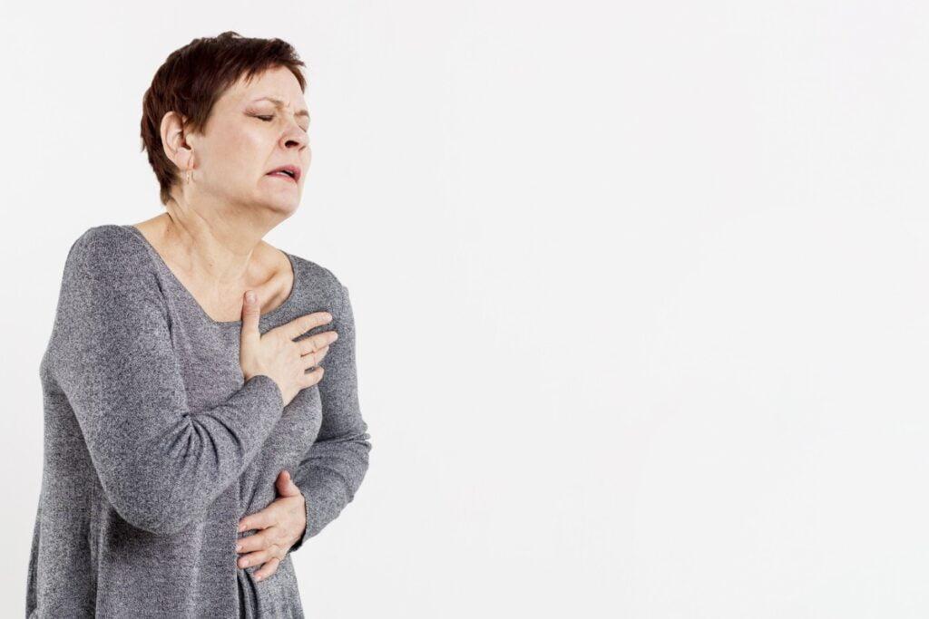 Göğüste Ağrısı Hissedersek Ne Yapmalıyız?