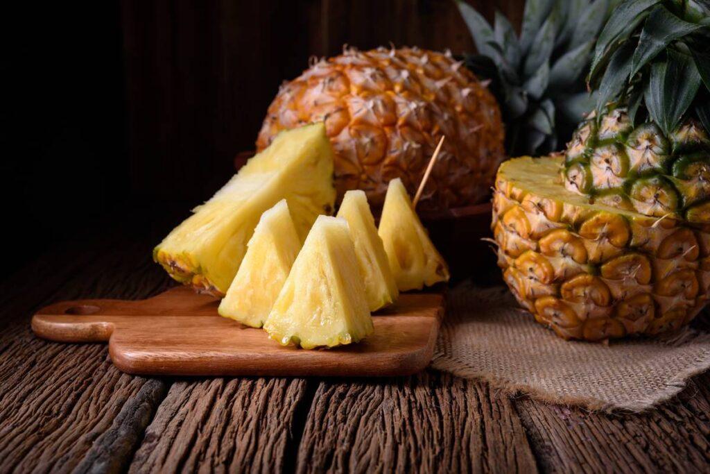 Ananas Nasıl Yenir?