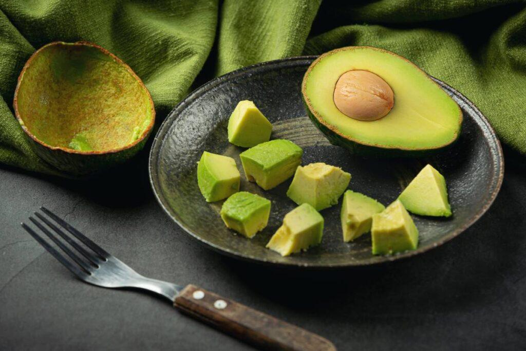Avokado En Kolay Nasıl Soyulur? Nasıl Servis Edilir?
