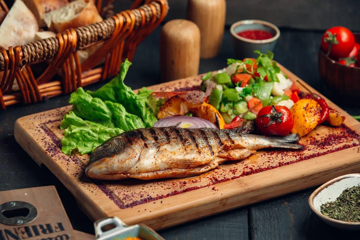 Balık Izgara Yaparken Balığın Yapışmaması İçin Altın Öneriler