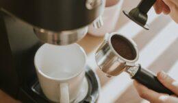 Kahve Makinesinin Kireç ve Kiri Nasıl Temizlenir? Püf Noktaları