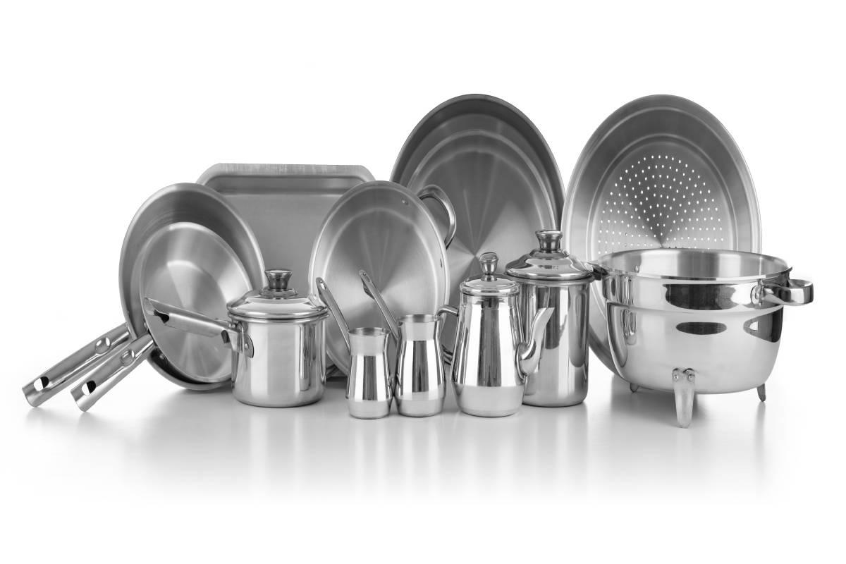 Metal Mutfak Malzemelerindeki Yanıklar Nasıl Temizlenir?