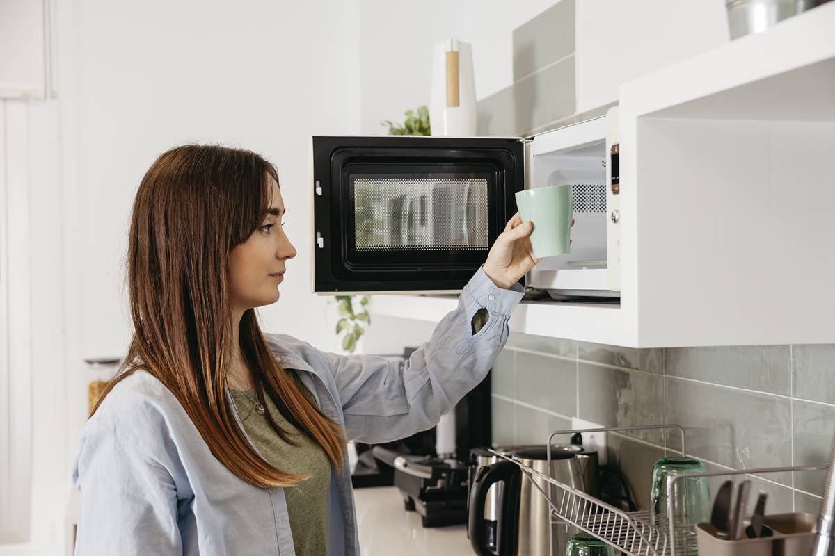 Mikrodalga Fırınları Kolay ve Pratik Temizleme Yöntemleri