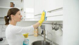 Mutfak Dolaplarındaki Yağ Lekeleri Nasıl Çıkarılır? Püf Noktaları
