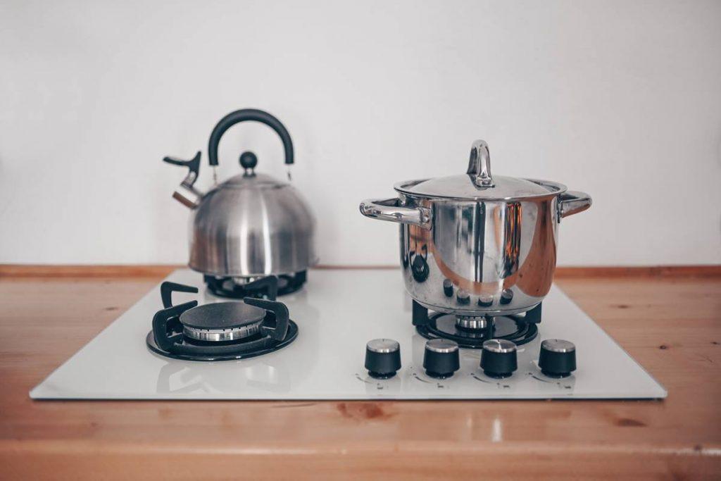 Limon Tuzu ile Çaydanlık Temizleme