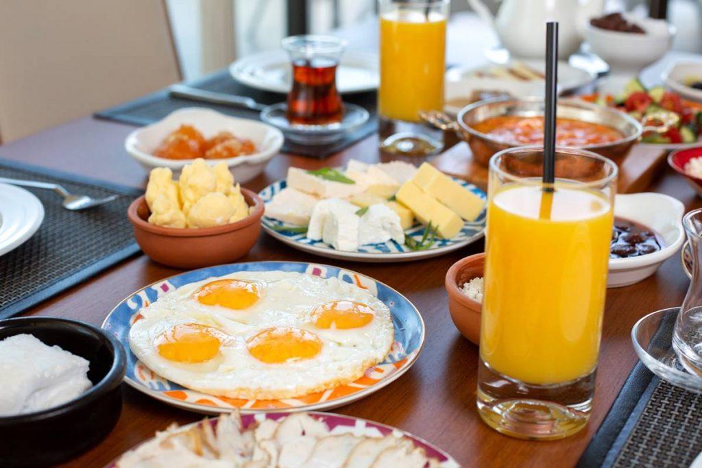 Yorgun ve Uykusuz Hissetmemek için Kahvaltıyı Es Geçmeyin