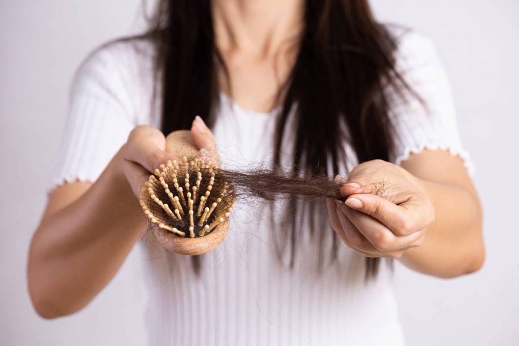 Kadınlarda Saç Dökülmesi Nasıl Önlenir?