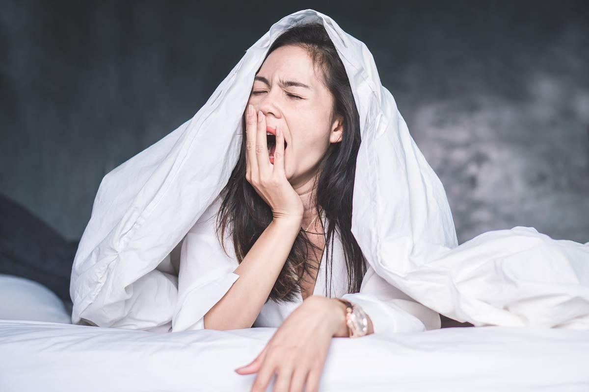 Yorgun ve Uykusuz Hissetmeden Kurtulmak için Ne Yapmalı?