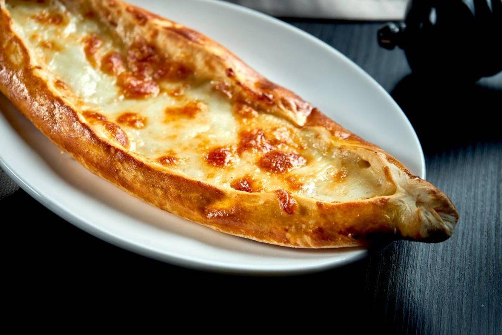 Peynirli Pide İçine Ne Konur?
