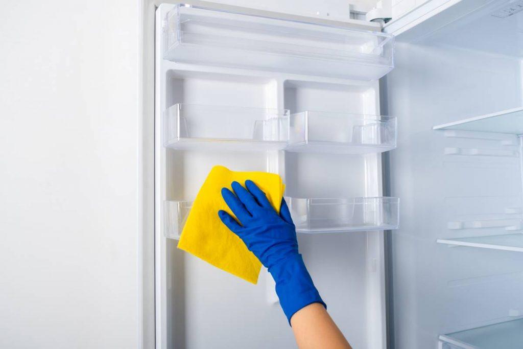 Buzdolabının İçindeki Sarı Lekeler Nasıl Temizlenir?
