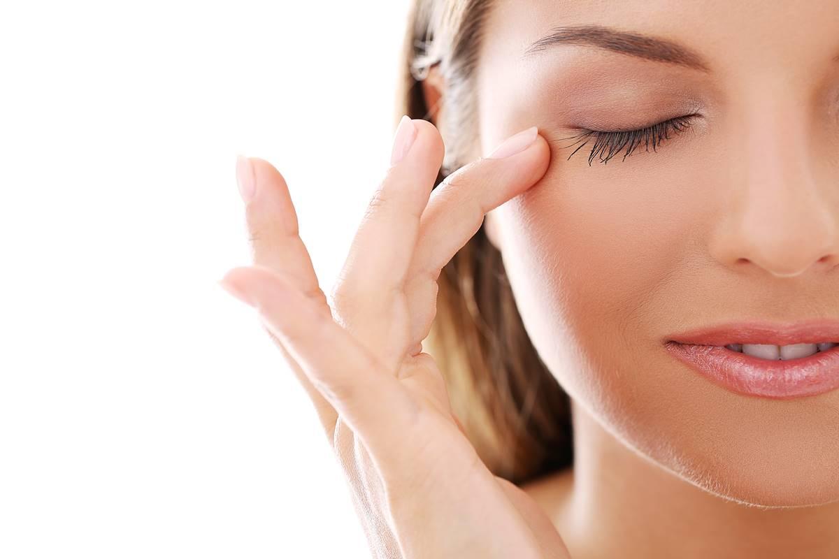 Göz Seğirmesi Neden Olur? Nasıl Geçer? Tedavisi Var mı?