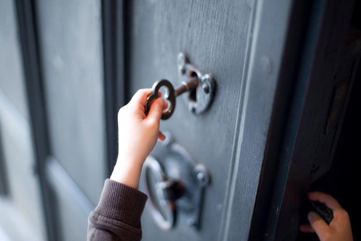 Kapıyı Açar Kapamadan Kaçar Bilmecesi